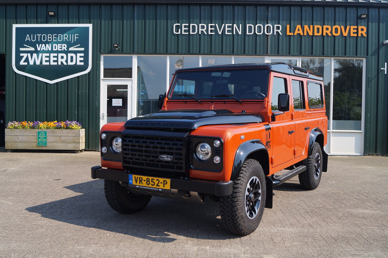 Land Rover Defender 110 Adventure Limited 7 seater